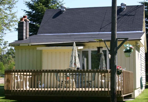 cottage_rear_deck
