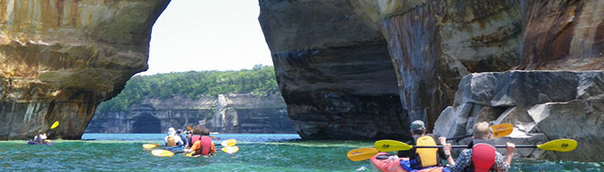 kayaking-pictured-rocks